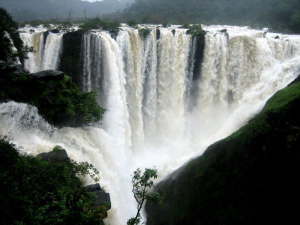 Самый широкий водопад в мире водопад